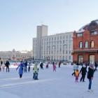На площади Ленина заработал каток
