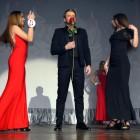 На конкурсе Мисс UNI-GYM Холостяк подарил розу Ангелине Павловой
