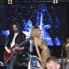 На концерте в Пензе Светлана Лобода учила поклонников танцевать волосами