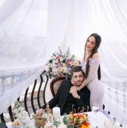 Владелец клуба-бара «Cube» и его жена-дизайнер отметили годовщину свадьбы на крыше ресторана «Давыдов»