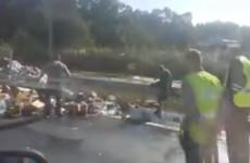 Праздник на Монтажке: разбившийся грузовик усыпал дорогу пивом