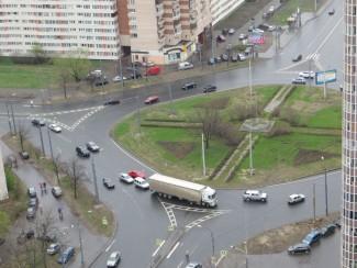 Вступили в силу новые правила движения на круговых перекрестках
