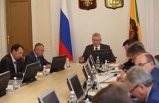 Белозерцев поторопил Беспалова с «раздачей» 100 млн. рублей на промышленность