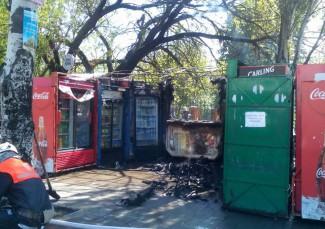 В Пензе на Байдукова огонь полностью уничтожил ларек