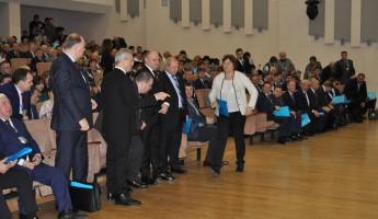 Белозерцев цитирует Пушкина, Рябихина вводит в патриотический экстаз... Конференция «ЕР» прошла ударно