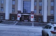 В Пензе вооруженные полицейские приехали защищать арбитражный суд от обманутых дольщиков - соцсети