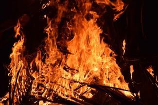 Семь спасателей тушили серьезный пожар в Кузнецком районе