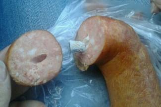 Пензенцы купили колбасу с окурком внутри