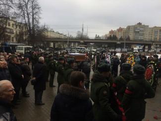 Церемония прощания с Вячеславом Сатиным подошла к концу. Сотни пензенцев не сдержали слез…