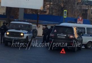 В Пензе столкнулись полицейская машина и иномарка