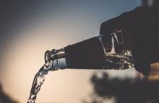 В Бессоновке 18-летний парень настолько пристрастился к водке, что примерил наручники