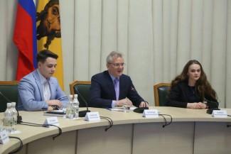 Белозерцев устроит на работу лучших пензенских выпускников