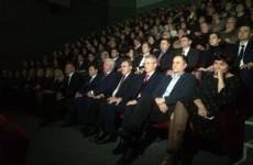 На праздновании 79-летия области Белозерцев обвинил Европу и США в трудностях России