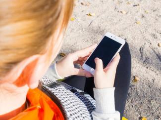 В Пензенской области несовершеннолетняя ловко «подрезала» у парня мобильник