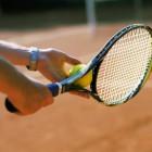Иван Белозерцев победил в трех играх теннисного турнира среди ветеранов