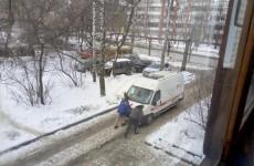 В Пензе машина Скорой помощи с пациентом внутри не смогла самостоятельно доехать до больницы