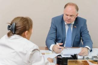 Вадим Супиков помог жителям Железнодорожного района, оказавшимся в трудной жизненной ситуации