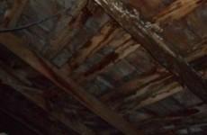 «10 лет, а толку нет».  Крыша дома на улице Попова течет 365 дней в году