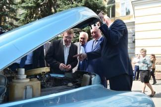 Автомобили Лазуткина собрали Рузляева, Гулякова и Черницова в одном месте