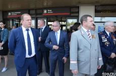 Пензенские випы встретили поезд Победы