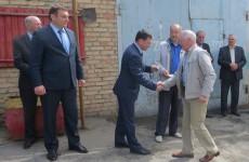 Министр Бурлаков раздает автомобили