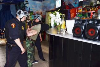 Бойцы полковника Белова скрутили «бешеного танцора диско»