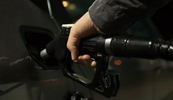 Пензенцам предрекли цену литра бензина - 100 рублей