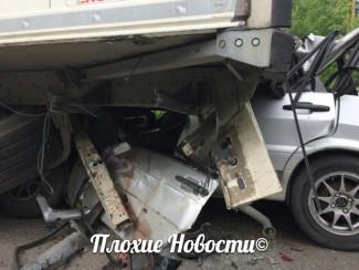 Обнародованы снимки с места автокатастрофы под Пензой, унесшей жизнь ребенка и его родителей (18+)