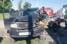Спасатели Акулова достали человека из расплющенного автомобиля