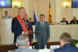 Белозерцев наградил Хайрова