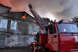 Более ста человек тушили ночной пожар в Пензе