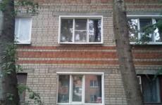 В Пензе из окна третьего этажа выпал малыш