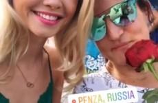 В центре Пензы девушкам раздали розы от Егора Крида