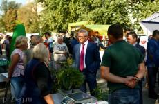 Белозерцев посетил Фестиваль садовода в Пензе
