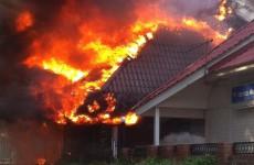 Горел как спичка. Опубликовано видео с места пожара в пензенском ресторане в центре города