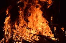 В Пензе бригада спасателей тушила серьезный пожар