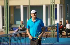 Иван Белозерцев продемонстрировал свои навыки в теннисе