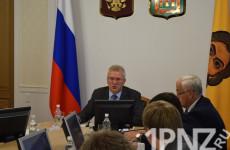 Белозерцев спросил с министров за низкие зарплаты в регионе