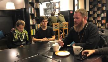 Пензенские священники встретились со студентами в кафе