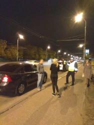В Пензе девушка вылетела из салона авто и упала на проезжую часть
