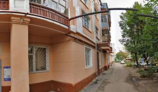 Житель Пензы выпал из окна многоэтажки