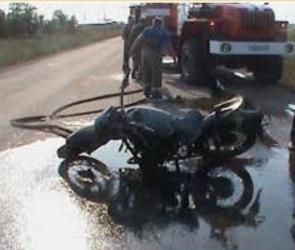 В Пензе на полной скорости столкнулись мотоцикл и легковушка