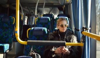 В Пензе мужчина выпал из салона автобуса