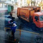 В Арбеково мусоровоз провалился под землю