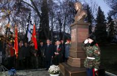 Город помнит своих героев. В Пензе открыт монумент летчице Валентине Гризодубовой