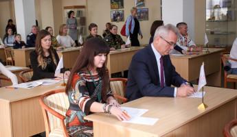 Чтобы написать этнографический диктант Иван Белозерцев снова сел за школьную парту