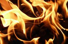 С пожаром в Ухтинке боролись 6 сотрудников спасательной службы