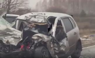 Жуткое ДТП на трассе в Пензенской области: два трупа в «Калине» и разорванная фура (ВИДЕО)