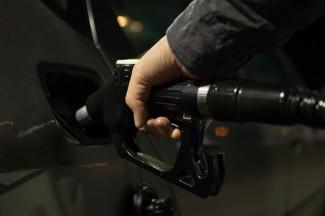 Отобрать деньги любыми способами: цены на топливо повышают вопреки всем запретам