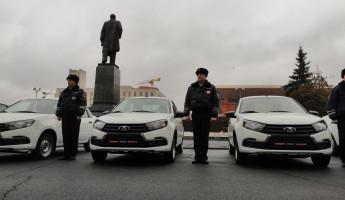 Пензенским полицейским подарили 12 машин. Белозерцев провел тест-драйв (ФОТО)